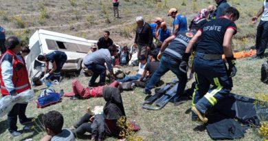 Türkiyədə mikroavtobus aşıb, 15 nəfər ölüb, 27-si yaralanıb