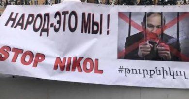 Ermənilər Moskvada Paşinyanın istefasını tələb edir